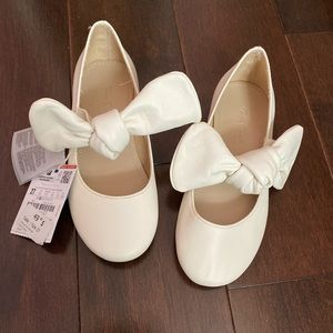 Zara kids girls white leather shoes with bow sz9.5